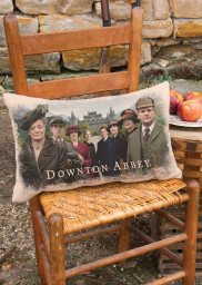 DowntonCast_12x20PillowWovenseason5HighclereAbbey1