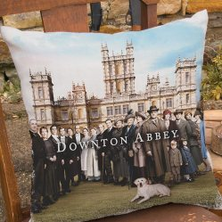 DowntonCast_18x18PillowWovensseason5HighclereAbbey1